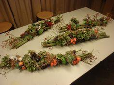 Foto's   AenAgroen Unique Christmas Trees, Funeral, Flower Arrangements, Autumn, Table Decorations, Halloween, Flowers, Diy, Inspiration