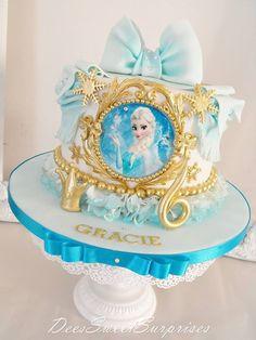 21 Disney Frozen Birthday Cake Ideas and Images - My Happy Birthday Wishes Bolo Frozen, Torte Frozen, Disney Frozen Cake, Frozen Theme Cake, Disney Frozen Birthday, Disney Cakes, Elsa Frozen, Pastel Frozen, Festa Frozen Fever