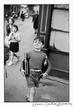 La vente de photographies modernes et contemporaines de la Villa Grisebach (vente 216, automne 2013) s'est tenue le 27 novembre à Berlin avec 206 lots mis en vente. Parmi eux se trouvaient de rares albums ou portfolios. Celui d'AlbertRenger-Patzsch, photographe allemand de la Nouvelle Objectivité - un album de 30 vintages représentant le travail quotidien d'une ferme du Schleswig-Holstein dans l'Allemagne des années 1930 – a été vendu pour 45 000 euros, atteignant ainsi le sommet des…