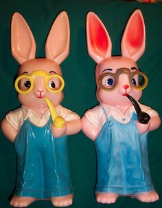 Vintage Knickerbocker Hard Plastic Easter Rabbit Banks - Yes, pipe smoking too Easter Toys, Hoppy Easter, Easter Bunny, Vintage Easter, Vintage Holiday, Kitsch, Easter Season, Easter Parade, Diy Easter Decorations
