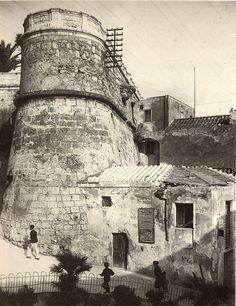 Black White Rooms, Black And White, Messina, Corsica, My Land, Sardinia, Interior Architecture, Louvre, Italy