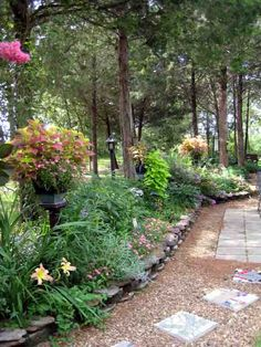 Amazing garden pathway ideas for  Cottage Gardens in Texas.