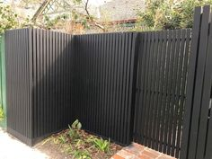Cheap And Easy Cool Tips: Low Fence Front Yard stone fence driveway.Green Fence How To Build fence colours dusky gem.Fence For Backyard Patio. Low Fence, Lattice Fence, Front Yard Fence, Farm Fence, Pallet Fence, Fence Gate, Rustic Fence, Front Gates, Timber Battens