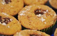 Cupcakes con cuore di Nutella - Ecco la ricetta delle cupcakes con cuore di nutella, dei dolci da preparare per il pranzo di Natale oppure per il cenone di Capodanno.