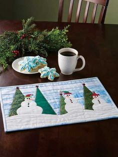 Happy Snowmen Placemats Christmas Placemats, Christmas Sewing, Christmas Items, Christmas Projects, Christmas Quilting, Christmas Patterns, Table Runner And Placemats, Quilted Table Runners, Snowman Quilt