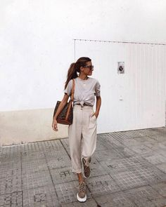 43 Casual Chic to Summer Outfit 2019 Looks Amazing – spring. – … 43 Casual Chic to Summer Outfit 2019 Looks Amazing – spring. Casual Chic Outfits, Casual Chic Summer, Casual Chique, Chic Summer Outfits, Summer Clothes, Clothes 2019, Casual Summer Fashion, Culottes Outfit Summer, Church Outfit Summer