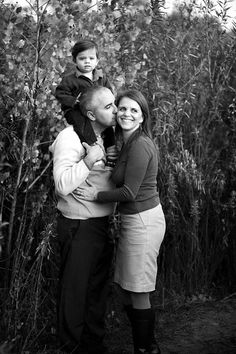 Family portrait pose, black and white family portrait, happy family