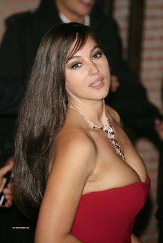 Monica Bellucci,!