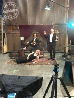 Go behind the scenes of EW's Supernatural cover with the Winchester family Supernatural Bunker, Supernatural Bloopers, Supernatural Tumblr, Supernatural Tattoo, Supernatural Imagines, Supernatural Wallpaper, Supernatural Destiel, Mary Winchester, Winchester Boys