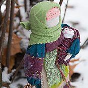 Купить или заказать Берегиня дома народная кукла-оберег (бордовый, бежевый, зеленый) в интернет магазине на Ярмарке Мастеров. С доставкой по России и СНГ. Срок изготовления: 3 дня. Материалы: лён, хлопок, хлопковое кружево,…. Размер: 24см