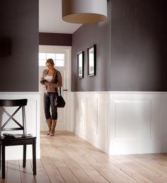 Bilderesultat for lambrisering kraaldelen hAL Living Room Designs, Living Room Decor, Hallway Colours, Wainscoting Styles, Hallway Decorating, My Dream Home, Beautiful Homes, Family Room, Sweet Home