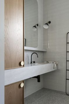 Bathroom decor for the master bathroom remodel. Discover master bathroom organization, bathroom decor some ideas, bathroom tile suggestions, bathroom paint colors, and more. Bathroom Layout, Modern Bathroom Design, Bathroom Interior Design, Bathroom Ideas, Bath Design, Bathroom Designs, Bathroom Inspo, Tile Design, Design Design