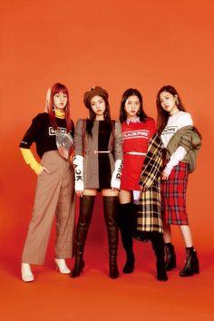 Lisa, Jennie, Jisoo and Rosé