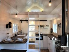 CABANE est une jeune entreprise de la région de Québec qui se spécialise dans la construction de mini-maisons sur roues, a construit cette tiny house sur...