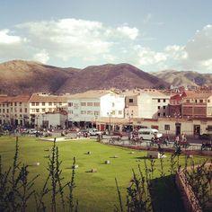 """Cuidad Andina que se le brinda mucho respeto! Una frase que vi en la plaza principal de Cuzco su imno y dice """"(...)y nunca podrán matarnos(...)"""". Pensar que el imno de mi pais dice """"(...)libertad o morir(...)"""" y asi todos los charuas murieron..."""