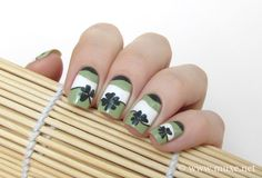 St Patrick day green clover nails