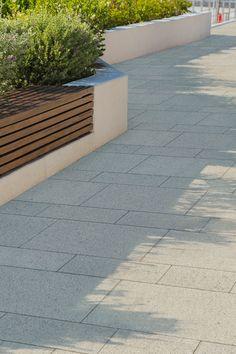Der LAMBADA FORTE PLANLINE Pflasterstein hat einen grobkörnigen Vorsatz mit edelstahlgestrahltem Finish und gewährleistet einen vielseitigen Nutzungskomfort. PLANLINE steht für vollkantige Stein-Systeme. Durch die reduzierte, schlichte Optik tritt das Fugenbild bei der Verlegung in den Vordergrund. LAMBADA FORTE PLANLINE punktet jetzt mit einem Recycling-Anteil von 25 % als ausgewiesenes Recycling-Pflaster. Das Pflastersystem eignet sich Wege mit einer klaren Formsprache. #weg #gestaltung Recycling, Outdoor, Paving Stones, Garden Path, Home And Garden, Outdoors, Outdoor Games, Upcycle, The Great Outdoors