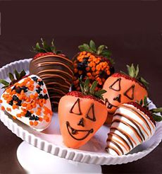 Chocolate Covered Strawberries decorated for Halloween!