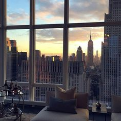 Image shared by Mood board. Find images and videos about city, sunset and new york on We Heart It - the app to get lost in what you love. City View Apartment, Apartment Goals, Dream Apartment, York Apartment, City Vibe, Nyc Life, Window View, City Aesthetic, Cool Apartments
