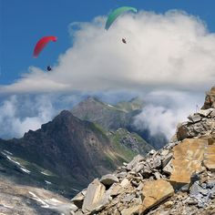 Paragliding between Heaven and Earth
