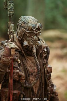 """Jenny Beaver accepted to dress up a post apocalyptic world, in Mad Max: Fury Road. Won the Oscar to Best Costume Design. Not easy job"" Apocalyptic Clothing, Post Apocalyptic Costume, Post Apocalyptic Fashion, Cyberpunk, Mode Steampunk, Steampunk Fashion, Larp, Airsoft, Diesel Punk"