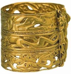 """Gold bracelet with images of animals cent. BC) - The """"Siberian Collection"""" of Peter I in the State Hermitage Museum, St. Ancient Jewelry, Antique Jewelry, Vintage Jewelry, Ancient Bracelet, Ethnic Jewelry, Jewelry Art, Jewelry Design, Jewellery, Gold Armband"""