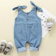 Newborn baby denim rompers has adorable style and made of soft healthy fabric. The perfect baby shower gift. Suitable sizes are available from newborn to 18 months old babies. Material Composition: Blended cotton Gender: Unisex Jumpsuit Denim, Denim Romper, Denim Outfit, Denim Overalls, Overalls Outfit, Trousers, Baby Outfits Newborn, Baby Boy Outfits, Kids Outfits