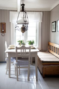 """a bit more unassuming than the grand Gustavian decors to the country east. The lamp is a nice touch (and appropriate for Norways's """"young"""" constitution) Swedish Kitchen, Swedish Cottage, Rustic Kitchen, Cottage Style, Swedish Decor, Country Kitchen, Vibeke Design, Scandinavian Interior, Scandinavian Kitchen"""