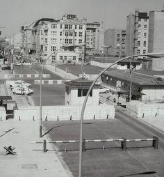 berlin, friedrichstrasse, checkpoint charlie, 1965