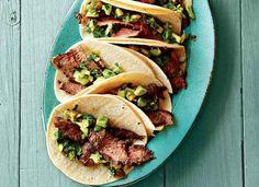 Recept: Gegrilde biefstuk tacos met avocado saus