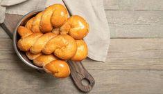 Λευκαδίτικα λαδοκούλουρα: Τα αφράτα κουλουράκια που φτιάχνονται πανεύκολα και συνοδεύουν τον καφέ Pretzel Bites, Sweets, Bread, Fruit, Food, Gummi Candy, Candy, Brot, Essen
