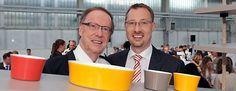 Günther Raithel (links) und Holger Raithel von Kahla Porzellan.  Foto: Tino Zippel