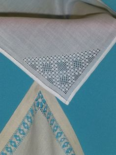 Risultati immagini per le jour d'angles Hardanger Embroidery, Embroidery Hoop Art, Embroidery Patterns, Drawn Thread, Thread Work, Picnic Blanket, Outdoor Blanket, Needle Lace, Filet Crochet