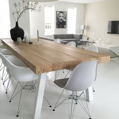 Minimalist dining room interior living room - Minimalism - FREE, CHEAP AND EASY Tips for Living a Minimalist Lifestyle ! Minimalist Dining Room, Minimalist Living, Minimalist Style, Modern Living, Minimalist Scandinavian, Minimalist Apartment, Scandinavian Living, Minimalist Decor, Minimalist Lifestyle