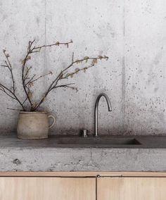 Interior Concrete Minimalist Cabin in the Swiss Alps Modern Kitchen Design Alps Cabin concrete Minim Concrete Interiors, Modern Kitchen Interiors, Modern Kitchen Design, Interior Design Kitchen, Modern Interior Design, Interior Design Inspiration, Minimal Kitchen, Concrete Furniture, Modern Kitchens
