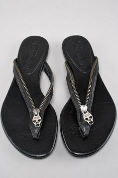 ALEXANDER MCQUEEN BLACK LEATHER SKULL SANDALS