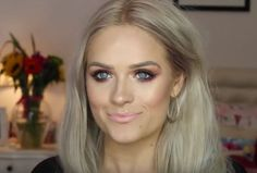 Sparaliżowana vlogerka inspiruje makijażami