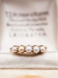 10 Gorgeous Pearl Engagement Rings for Every Kind of Bride - mywedding - This Edwardian-style pearl engagement ring is a timeless beauty for a vintage loving bride-to-be. Wedding Rings Vintage, Vintage Engagement Rings, Vintage Rings, Wedding Jewelry, Pearl Wedding Rings, Pearl Ring Engagement, Wedding Band, Wedding Accessories, Vintage Style