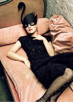 ⍙ Pour la Tête ⍙ hats, couture headpieces and head art - swan