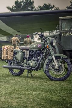 Royal Enfield Pegasus Classic sold out in 3 minutes! Details- Royal Enfield Pegasus Classic sold out in 3 minutes! Enfield Motorcycle, Enfield Bike, Motorcycle Style, Motorcycle Helmets, Women Motorcycle, Royal Enfield Bullet, Bullet Modified, Royal Enfield Wallpapers, Royal Enfield Modified