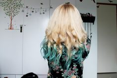 Blue Kool-Aid Hair Dye | HOW TO: KOOL-AID DIP-DYED HAIR