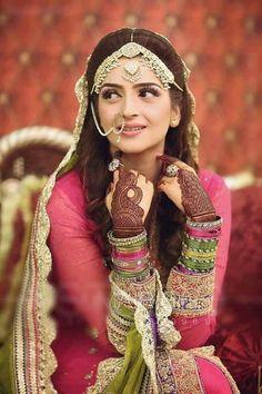 Gorgeous Hina on her Mehndi. Mehndi Brides, Bridal Mehndi, Indian Bridal, Pakistani Mehndi Dress, Pakistani Wedding Dresses, Punjabi Wedding, Desi Wedding, Wedding Wear, Wedding Bride