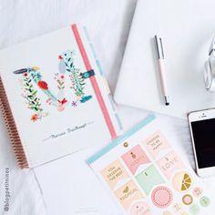 Um momento para relaxar e planejar é sempre necessário na correria do dia a dia... www.paperview.com.br #meudailyplanner #dailyplanner #planner2017 #plannerlove #plannergoals #paperview_papelaria