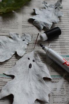 Allt som har med halloween måste vä inte var läskigt och dödens käftar, eller hur?! Lite söta spöken kan väl få pigga upp. Jag å barnen har gjort en spökmobil av höstlöv. Väldigt enkelt och ytterst...