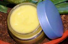Hoy hacemos una crema antiarrugas para pieles maduras. Es una crema natural, hecha en casa, con ingredientes tan buenos que la podrías comer sin problemas. Antes de comenzar a contarte como se prepara esta crema casera para la piel maduran con aloe vera queremos darte unas recomendaciones.