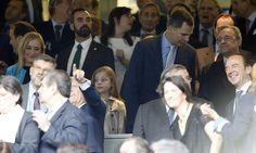 La infanta Sofía también disfruta de su primer partido de fútbol con su padre, el rey Felipe