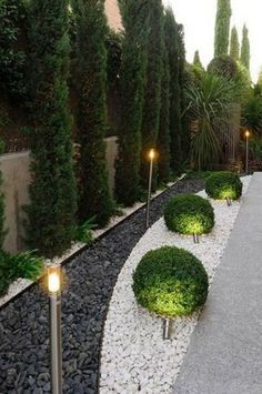 Simple Front Yard Backyard Landscaping Ideas on A Budget 2019 - - 40 + einfache Vorgarten Hinter Backyard Garden Design, Small Backyard Landscaping, Landscaping With Rocks, Modern Landscaping, Backyard Bar, Mulch Landscaping, Black Rock Landscaping, Front Yard Landscape Design, Landscape Designs