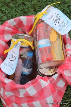 Mason Jar BBQ Favors -- give your guests a little memento of your party with a mason jar theme.  Click over and print these great tags to ad...