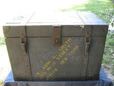 Old Wwii Vintage Olive Drab Us Army Foot Locker Trunk Or
