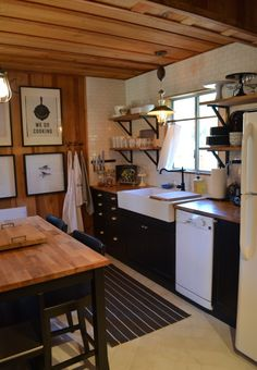 You Need To Do About Small Log Cabin Kitchens Ideas 19 - sitihome Small Cabin Kitchens, Cottage Kitchens, Home Kitchens, Small Cabin Interiors, Cottage Kitchen Renovation, Rustic Kitchens, Small Log Cabin, Log Cabin Homes, Small Cabin Decor
